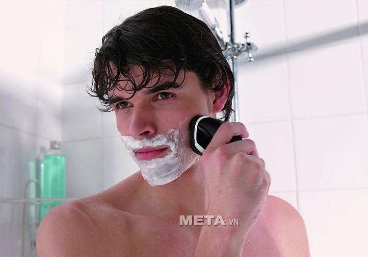 Máy cạo râu Philips AT610 không thấm nước nên sử dụng được trong nhà tắm