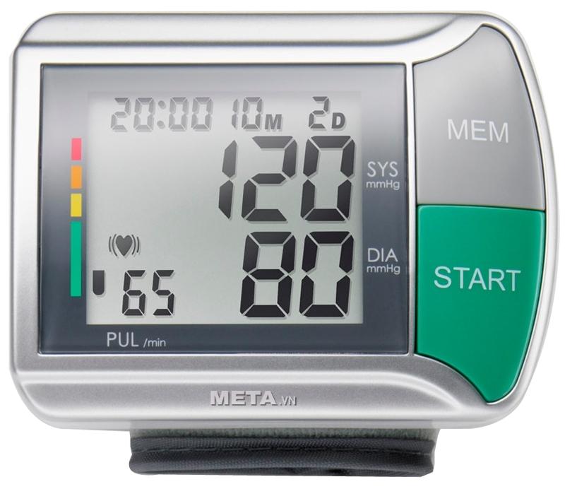 Máy đo huyết áp cổ tay HGN có màn hình LCD lớn hiển thị kết quả về huyết áp, nhịp tim rõ ràng.
