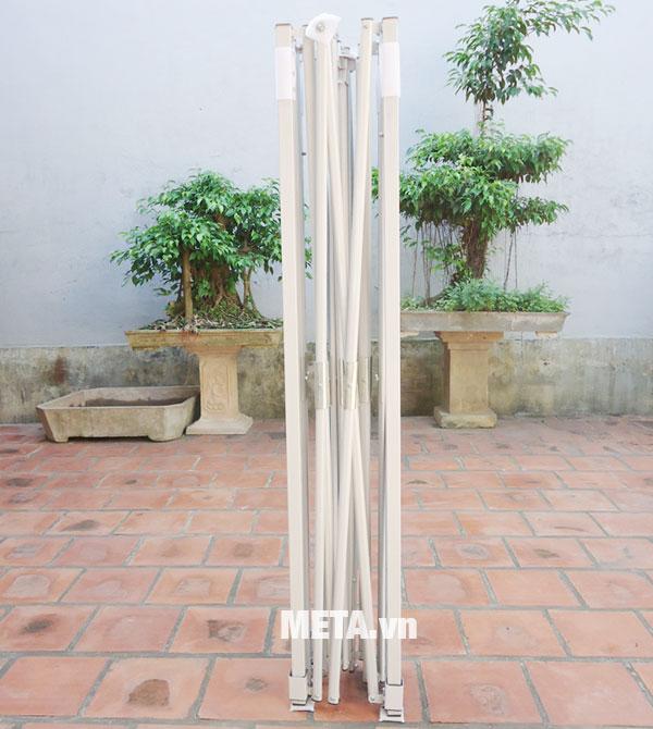 Khung nhà bạt di động được làm bằng thép sơn tĩnh điện màu ghi.