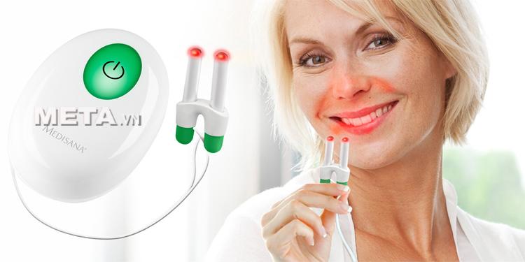 Máy trị viêm mũi dị ứng Medinose Pro dùng pin nên có thể sử dụng mọi lúc, mọi nơi.