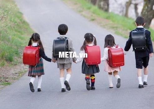 Cặp chống gù lưng Randoseru Nhật Bản phù hợp cho học sinh Tiểu Học.