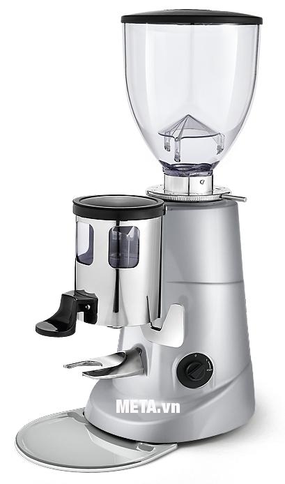 Sử dụng máy xay cà phê Fiorenzato F5 để giữ được hương vị nguyên chất của cà phê.