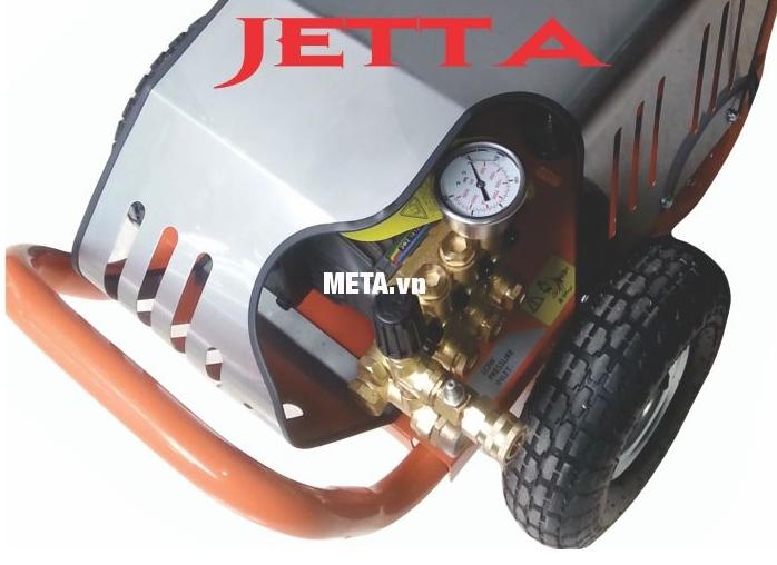Máy rửa xe cao áp Jetta JET120-3.0S4 thiết kế bánh xe có kích thước lớn giúp di chuyển nhẹ nhàng hơn.