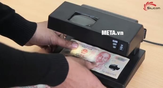 Máy kiểm tra tiền giả UV, MG Silicon MC-181 sử dụng vô cùng đơn giản.