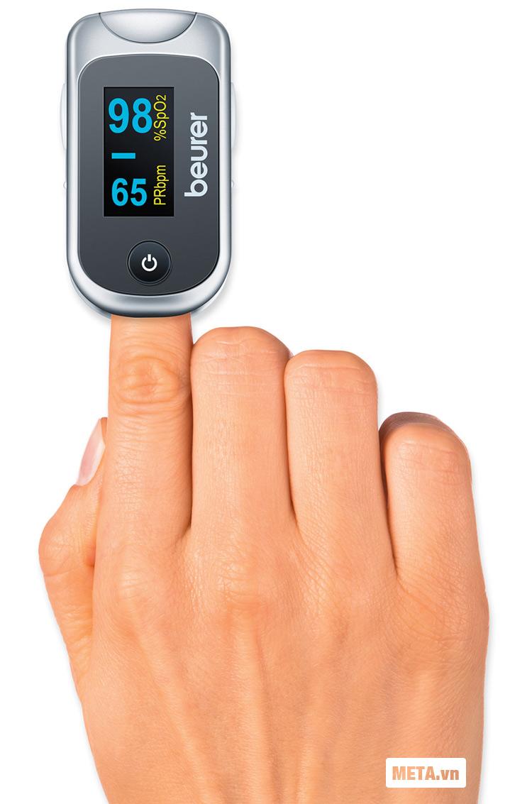 Máy đo nồng độ oxy trong máu SpO2 và nhịp tim Beurer PO40 đơn giản, dễ sử dụng.