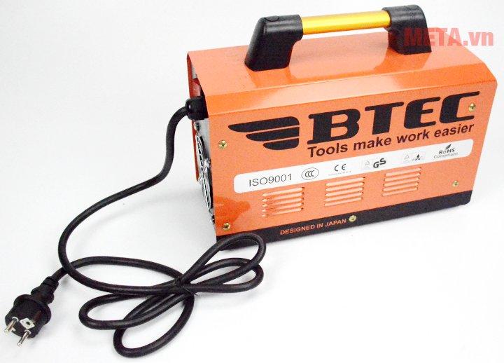 Máy hàn điện tử Btec 200I có thiết kế tay cầm bằng nhựa cao cấp giúp việc di chuyển dễ dàng.