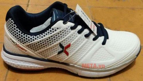 Giày tennis Nexgen NX16190 có logo được in trên thân giày
