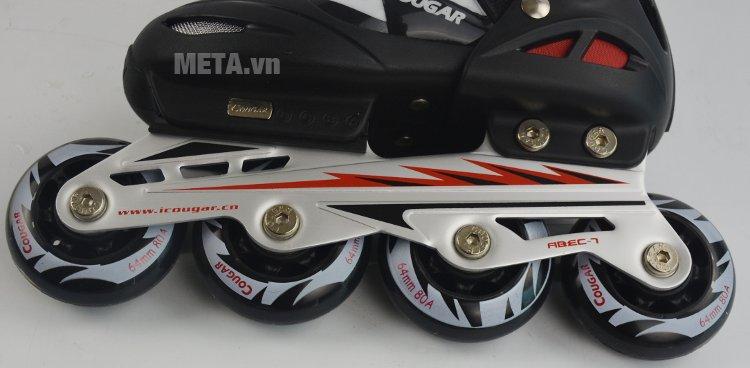 Giầy trượt patin Cougar 835L có hệ thống 4 bánh xe chắc chắn
