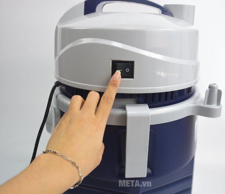 Máy hút bụi công nghiệp Tiross TS9301 thiết kế nút công tắc bật/tắt trên đầu máy