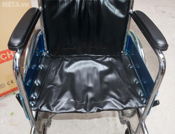 Xe lăn tiêu chuẩn Lucass X9 với ghế ngồi êm ái