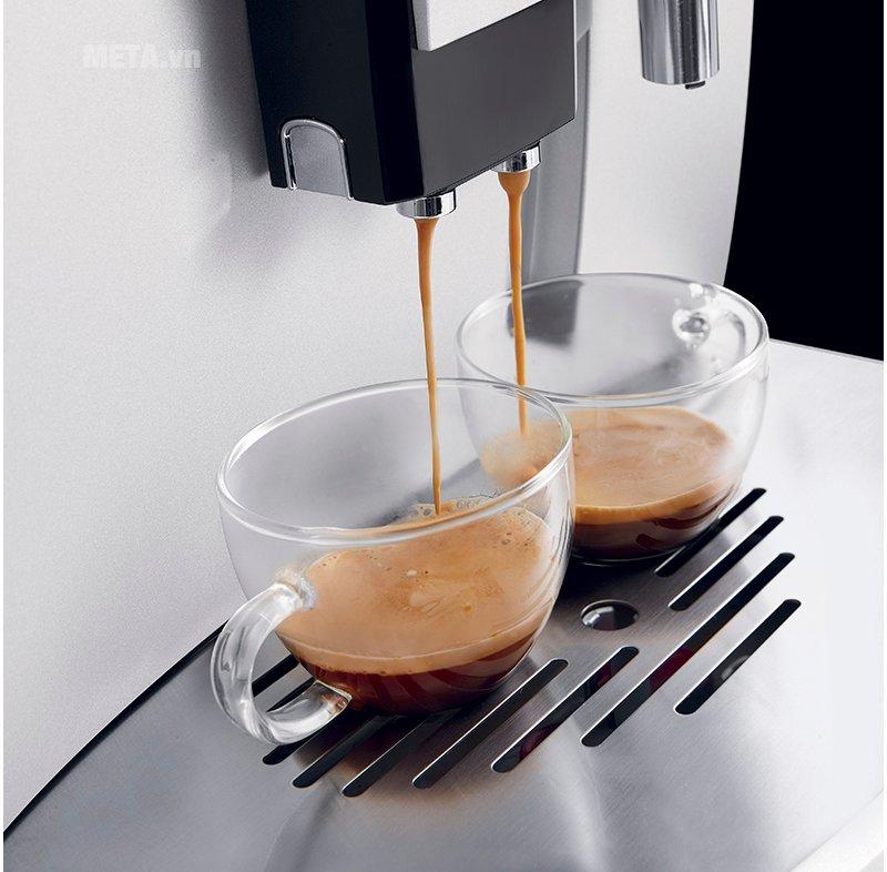 Máy pha cà phê ESAM03.120.S giúp pha cà phê nhanh chóng