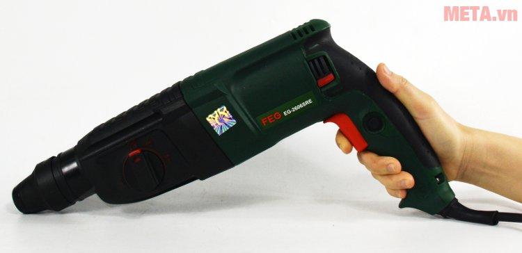 Máy khoan bê tông FEG 2606SRE có nút giữ duy trì thao tác khoan