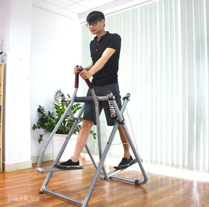 Máy đi bộ trên không Xuki giúp cơ bắp săn chắc