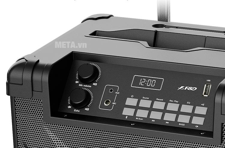 Loa có các núm điều chỉnh âm lượng và các phím chức năng tiện dụng