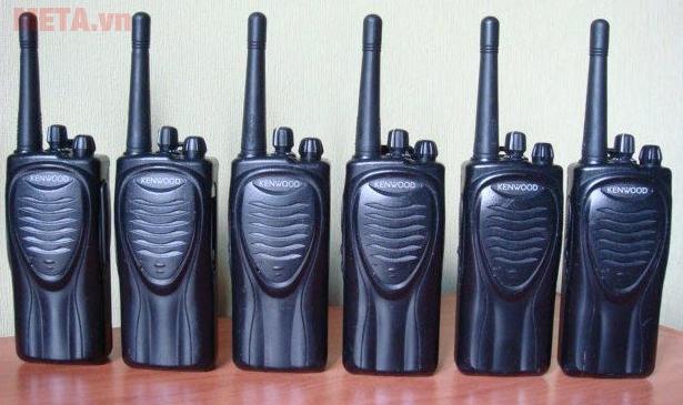 Bộ đàm Kenwood TK 3206 thiết kế nhỏ gọn như một chiếc điện thoại di động