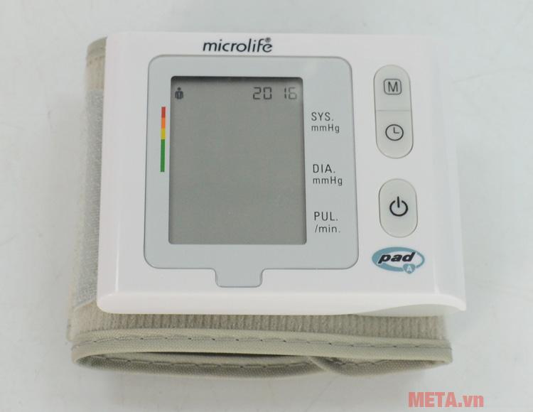 Máy đo huyết áp cổ tay Microlife BP W2-Slim-Wrist có màn hình hiển thị rõ ràng