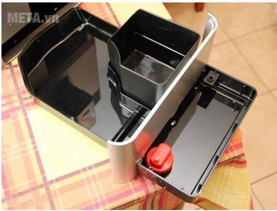 Máy pha cà phê Melitta Caffeo Passione OT có khay chứa nước nhỏ giọt khi đổi cốc cà phê