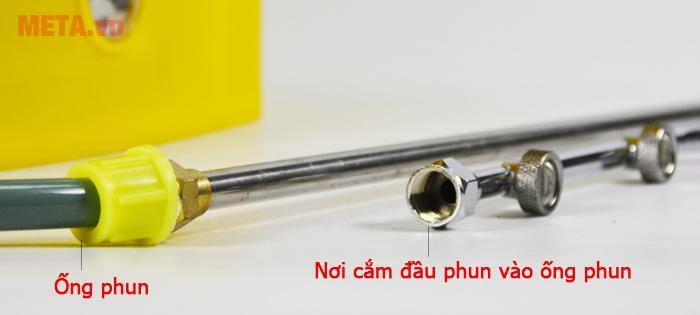 Cắm súng phun vào ống phun một cách dễ dàng