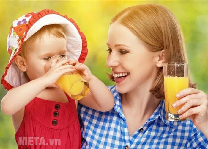 Máy ép trái cây tốc độ chậm Kochstar KSESJ-3000 cho lượng nước trái cây ép nhiều gấp 4 lần