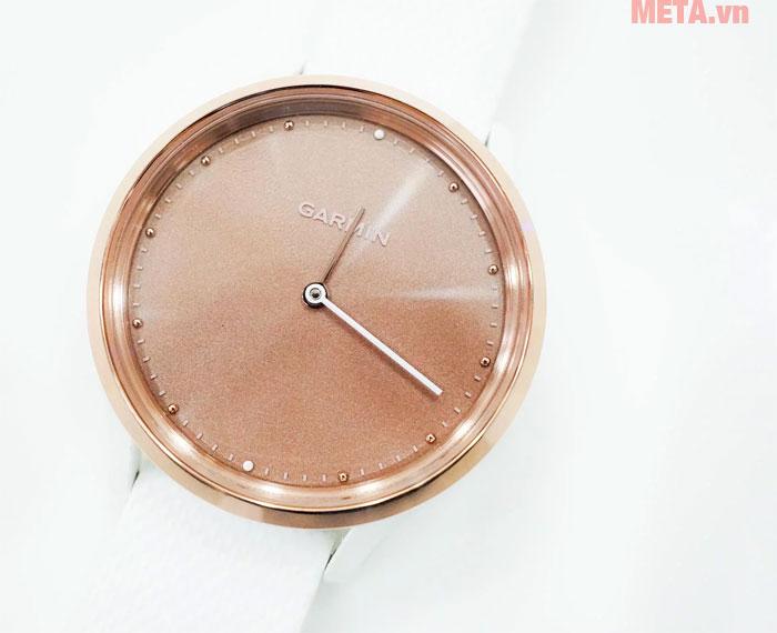 Lúc bình thường, màn OLED sẽ ngủ yên, đồng hồ sẽ như thế này, đơn giản, nhẹ nhàng