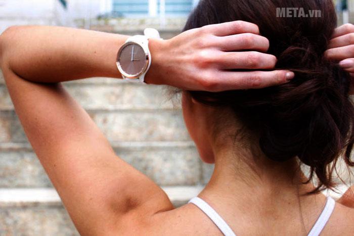 Hình ảnh sử dụng đồng hồ sức khỏe Garmin Vivomove HR