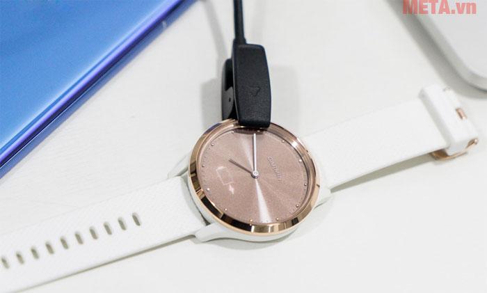 Garmin Vivomove HR sử dụng pin sạc tiện lợi