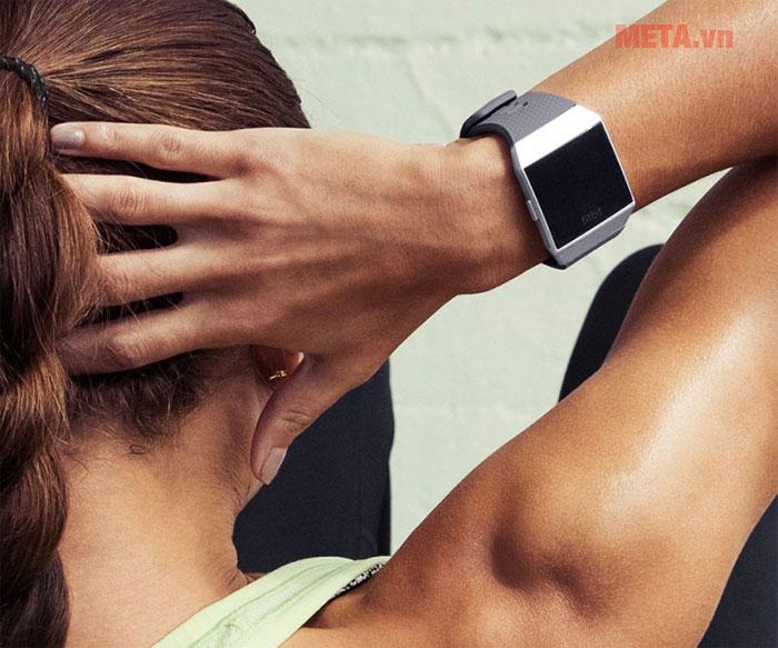 Fitbit Ionic phù hợp với cả nam và nữ sử dụng