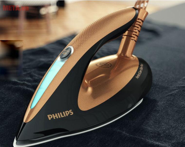 Bàn ủi tạo hơi nước Philips GC9682/80
