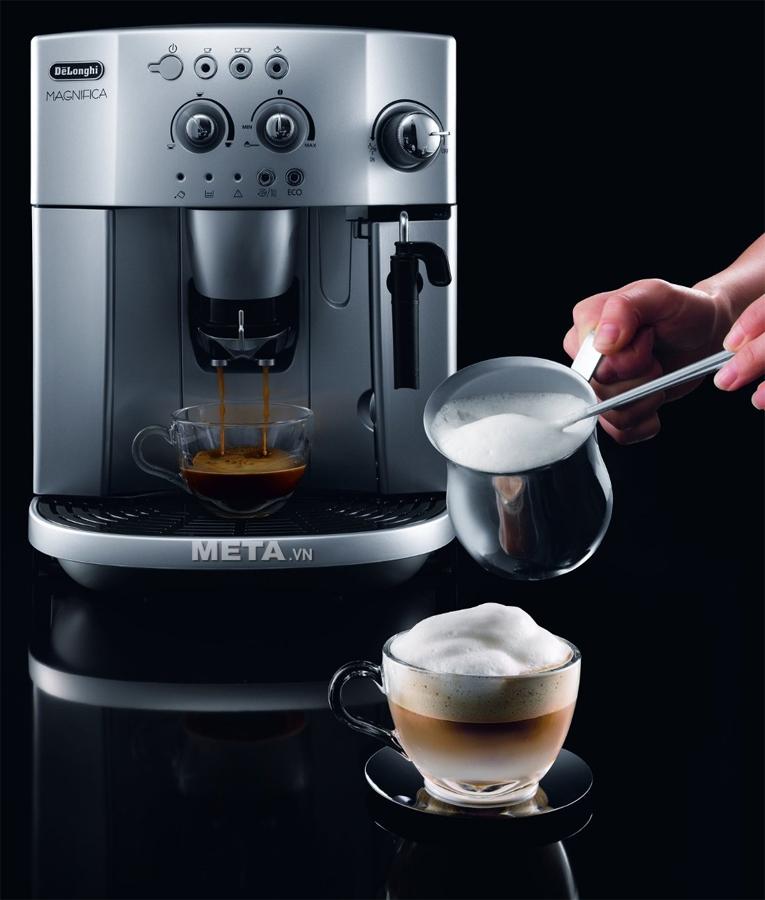 Máy pha cà phê Delonghi Full Automatic Espresso ESAM4200.S mang đến cho bạn ly Cappuccino thật thơm ngon