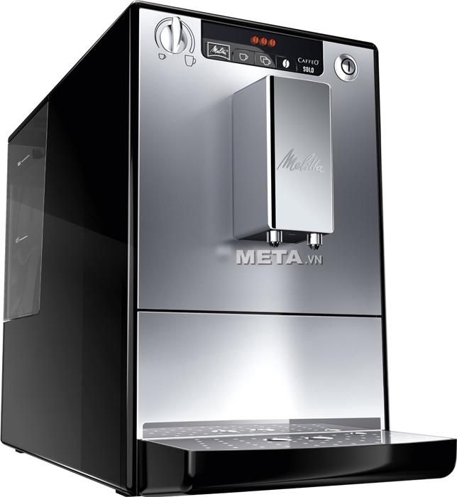 Máy pha cà phê Melitta Caffeo Solo có thể điều chỉnh độ cao của vòi rót