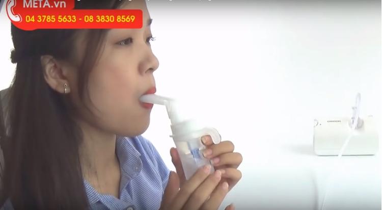 Máy xông mũi họng Omron NE-C801 thích hợp cho người lớn.