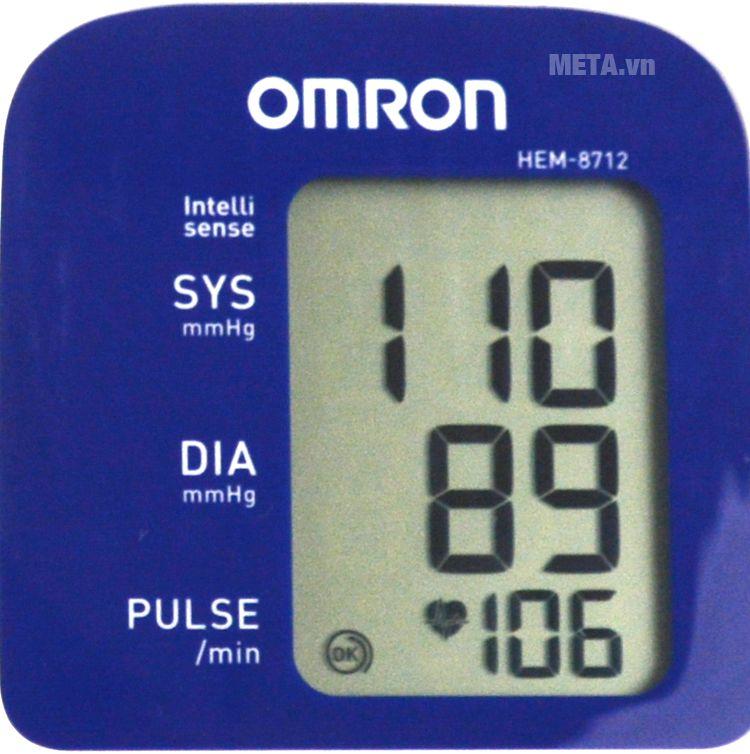 Máy đo huyết áp bắp tay HEM-8712 với thiết kế màn hình lớn.