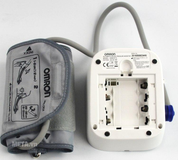 Máy đo huyết áp bắp tay HEM-8712 sử dụng pin AA.