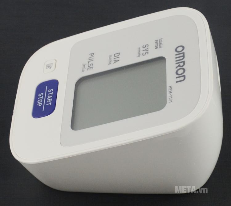Máy đo huyết áp bắp tay tự động Omron HEM-7121 sử dụng 1 nút bấm duy nhất.