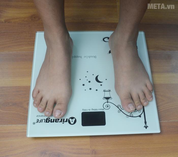 Cân sức khỏe Ariranglife AR-S2016B chịu tải trọng người dùng lên tới 180kg.