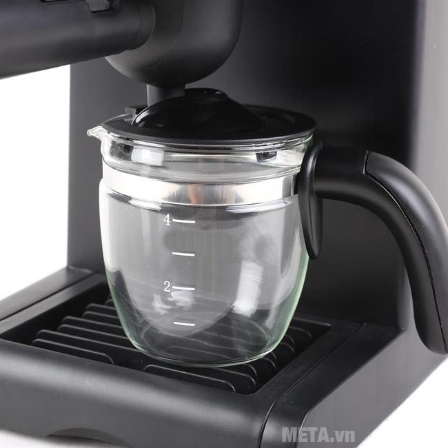 Máy pha cà phê Espresso Tiross TS-621 có bình đựng cà phê bằng thủy tinh.