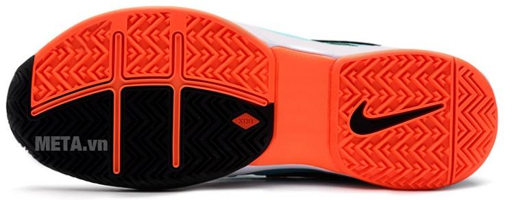 Giày tennis nam Nike 631458-381 với thiết kế gót giày chịu lực tốt.