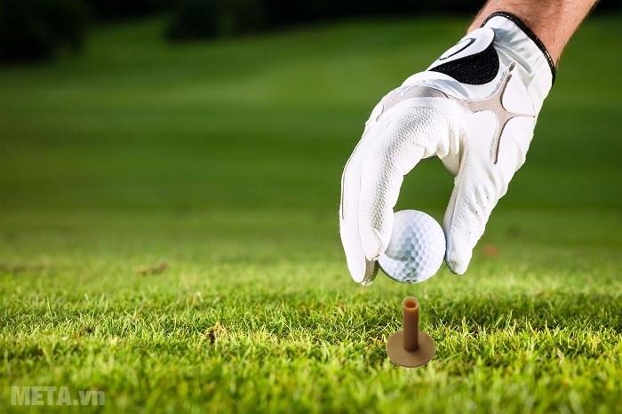 Tee golf cao su được sử dụng nhiều trong các sân golf quy mô lớn.