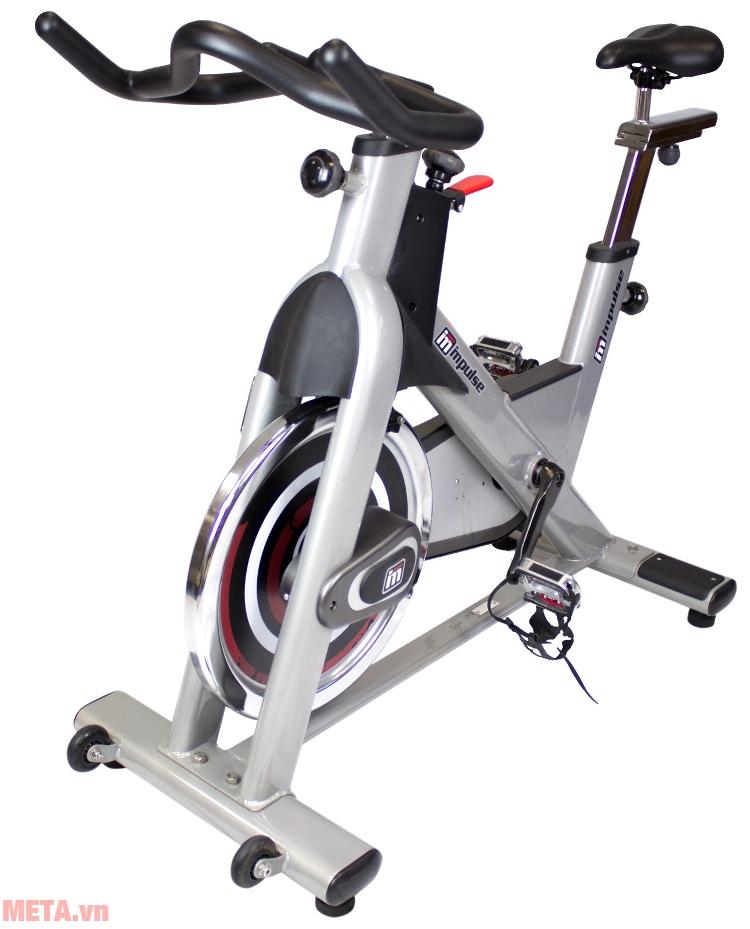 Xe đạp Impulse PS300 có bánh xe tiện cho việc di chuyển