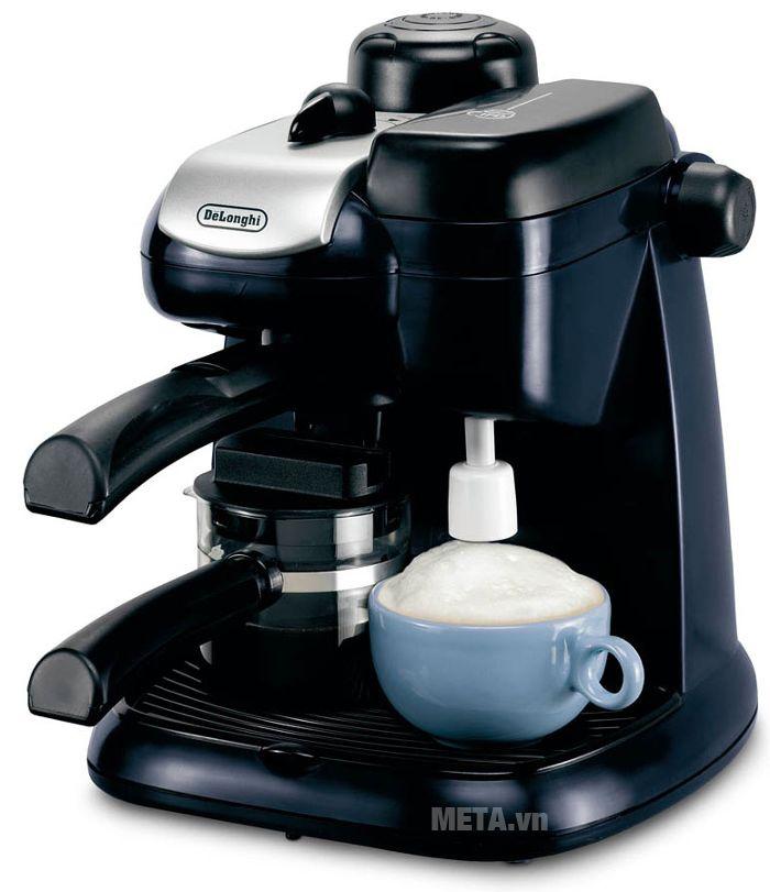 Máy pha cà phê Delonghi Steam Espresso EC9 giúp bạn pha được 1 - 4 tách cà phê.