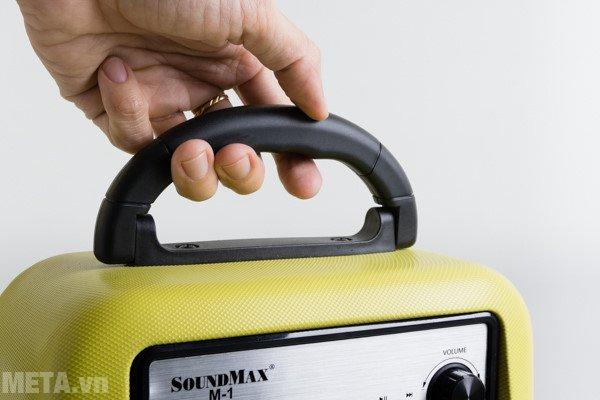 Loa SoundMax M-1 có quai xách chắc chắn
