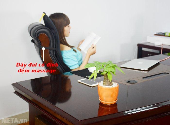 Đệm massage toàn thân Lanaform LA110315 thiết kế dây đai giúp cố định chắc chắn vào ghế.