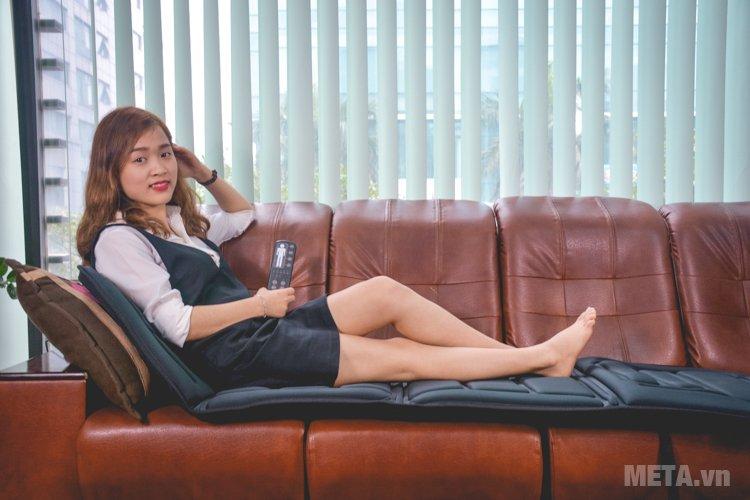 Đệm massage toàn thân Lanaform LA110315 có thể thư giãn ngay tại văn phòng.