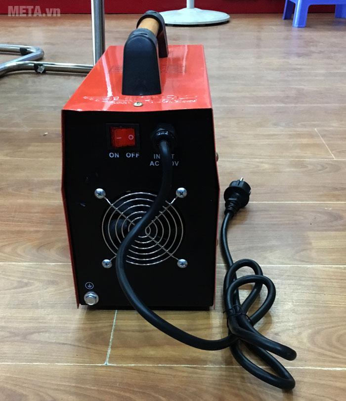 Nút nguồn và khe tản nhiệt được thiết kế phía sau máy hàn inverter Btec MMA 200