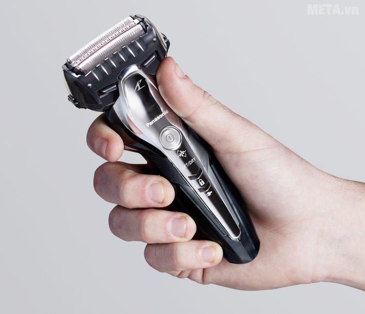 Máy cạo râu Panasonic ES-ST2N-K751 cầm tay rất vừa vặn